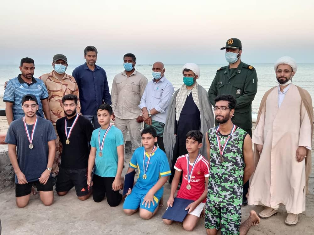 مسابقات قایقرانی گرامیداشت هفته دفاع مقدس در بندرلنگه برگزار شد