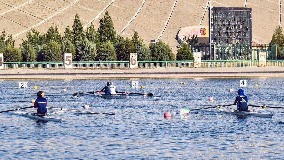 ادامه اردوی تیم های ملی روئینگ بانوان در دریاچه آزادی