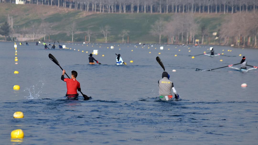 گزارش تصویری اردوی زمستانی تیم های ملی قایقرانی در دریاچه آزادی