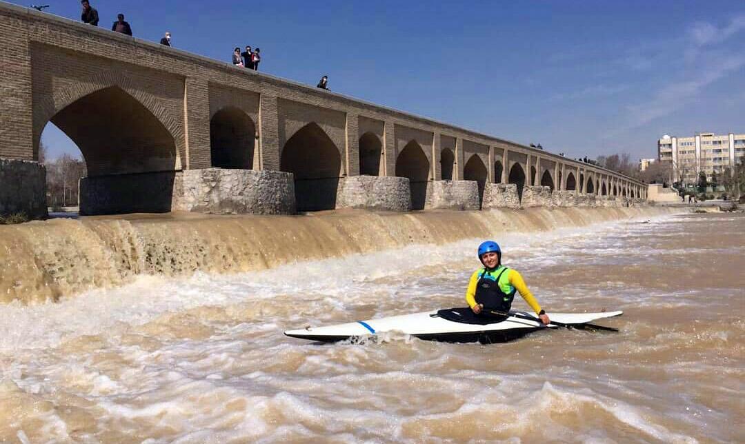 فائزه روناسی: با آغاز تمرینات در آب پس از سال ها توانستم در زاینده رود پارو بزنم